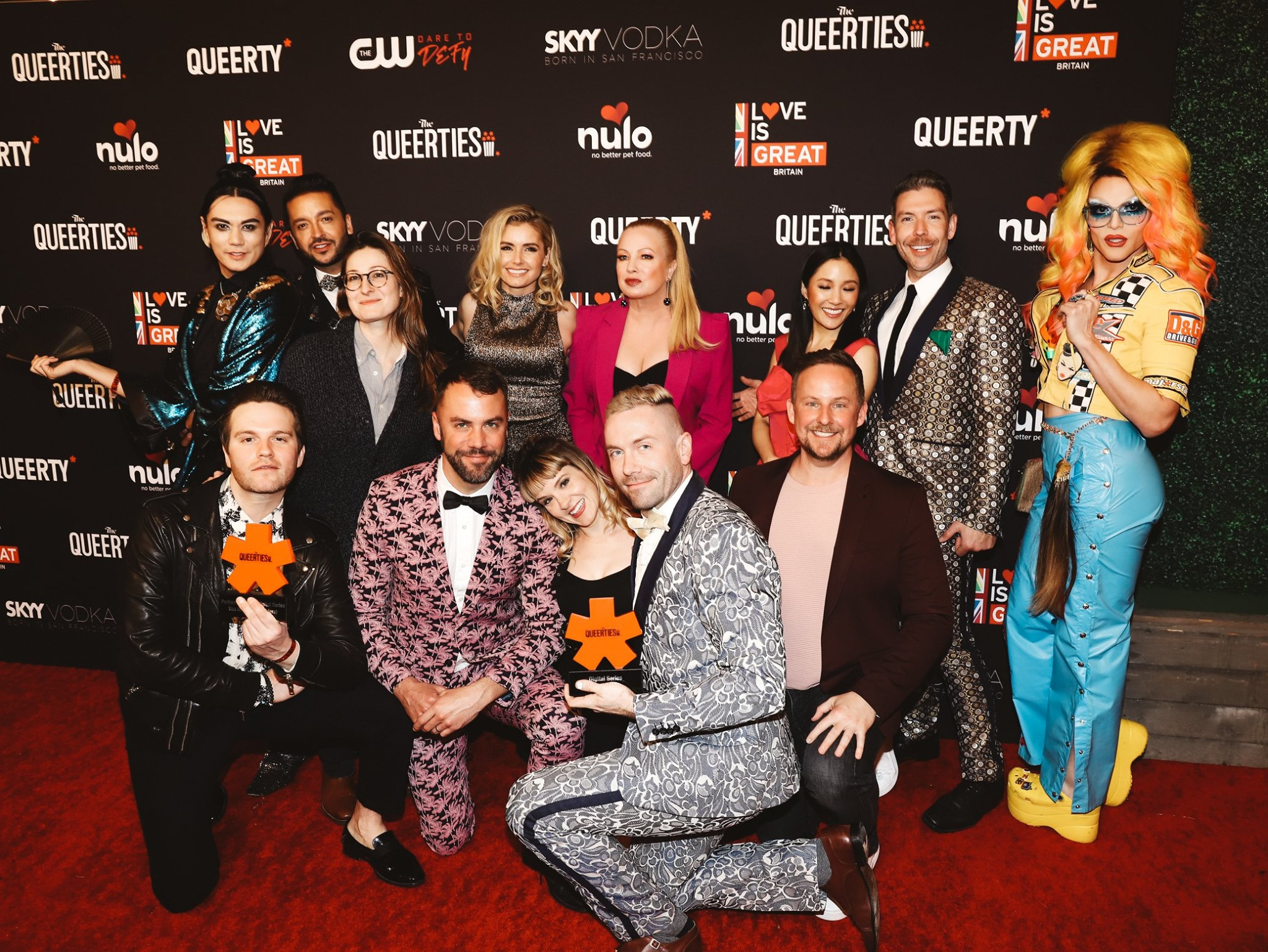 The cast of Eastsiders on Netlix, including Alaska, Kit Williamson and Traci Lords, poses for their Queerties award at the Queerties event in Los Angeles.